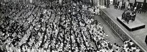 1930年の海軍記念日、大阪で小笠原長生の東郷に関する講話に耳を傾ける子どもたち