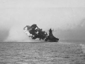戦艦大和の姉妹艦・武蔵が主砲を発射した瞬間=戦艦武蔵の砲術長だった永橋爲茂氏の遺族提供