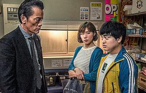 第2話から。代演した仲里依紗(中央)と加藤諒(右)が、当初はなかったキャラで遠藤憲一を振り回す