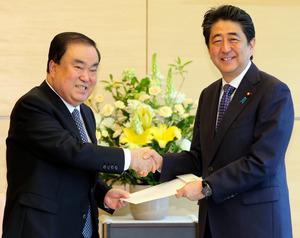 【天皇陛下謝罪発言】韓国国会議長「追い込まれた安倍首相、慰安婦問題を政略的に争点化」「ひざまずく姿まで見せるなら、なお良い」 ->画像>5枚