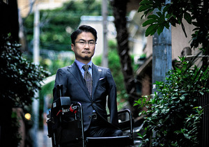 「生産性」重視の発言に対し、「国家から『生産性がない』と切り捨てられる可能性は誰にでもある」とツイッターで発信した=東京都新宿区、村上健撮影