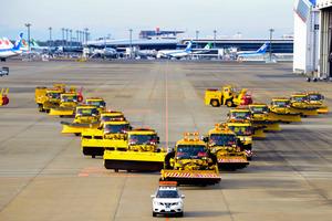 千葉)成田空港も冬支度 除雪訓練