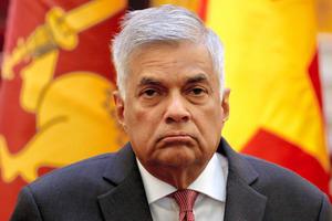 政治混乱のスリランカ、解任され...