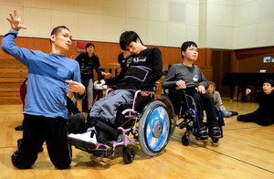 車いすで「メロス」疾走 限界取っ払う舞台、障害者自ら