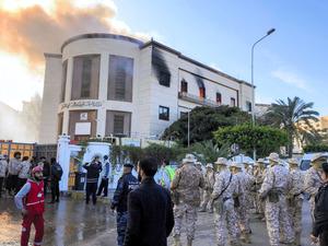 リビア外務省で自爆攻撃、3人死...