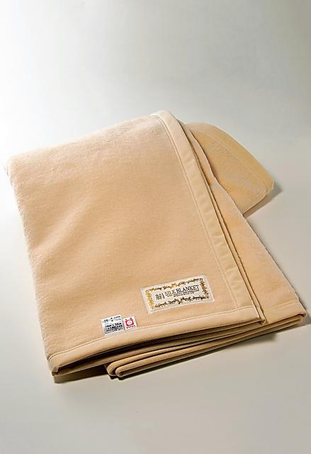 三井毛織 シルクの国産ブランケット シングルサイズ=外山亮一撮影