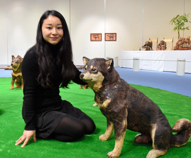 原寸大のリアルな動物、彫刻の展覧会 高さ1mのクマも:朝日新聞デジタル