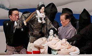 「ひばり山姫捨松」。岩根御前の吉田簑二郎(左)と中将姫の吉田簑助=国立劇場提供