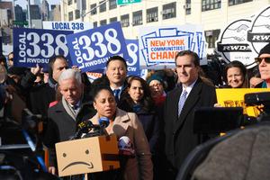 NYから追い出されたアマゾン 破格の税優遇に強い反発