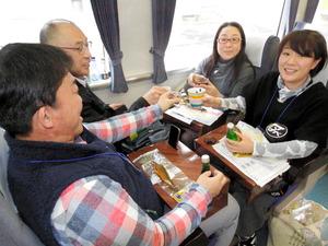 徳島)香川、徳島の地酒堪能 「お酒列車」に106人