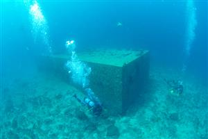 海底ハウス、水深18メートルで発見 生活実験で使用