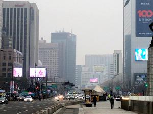 ソウルの大気汚染、深刻化で交通...
