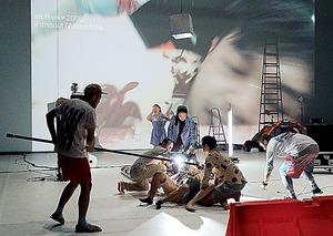 昨年12月にパリのポンピドゥー・センターで上演された「プラータナー:憑依のポートレート」。6~7月に東京芸術劇場シアターイーストで公演する=(C)KOS-CREA、国際交流基金提供