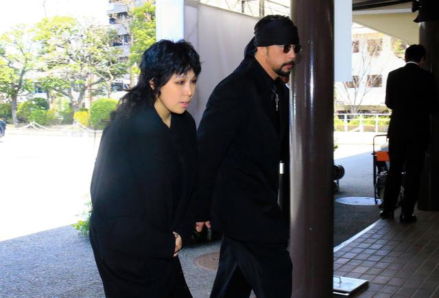 内田裕也さん「ロックンロール葬」 指原莉乃さんら参列:朝日新聞デジタル