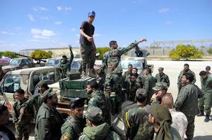 銃弾の中では難しい」リビア国内...