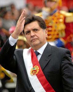 ペルー元大統領が拳銃自殺 汚職...