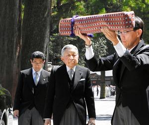 両陛下、伊勢神宮で「神宮親謁の儀」 三種の神器と共に