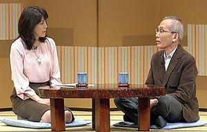 1月20日放送のTBS「落語研究会」から。ちゃぶ台で語る解説の京須偕充(右)とアナウンサーの長岡杏子