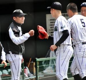甲子園へ、思いを込めて「グータッチ」 三重・津田学園 - 高校野球 ...