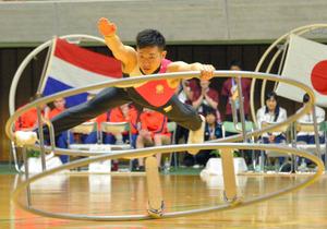 秋田)世界ラートチームカップ開催、日本2位 県体育館