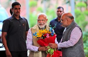 インド総選挙は与党優勢 投票所1...
