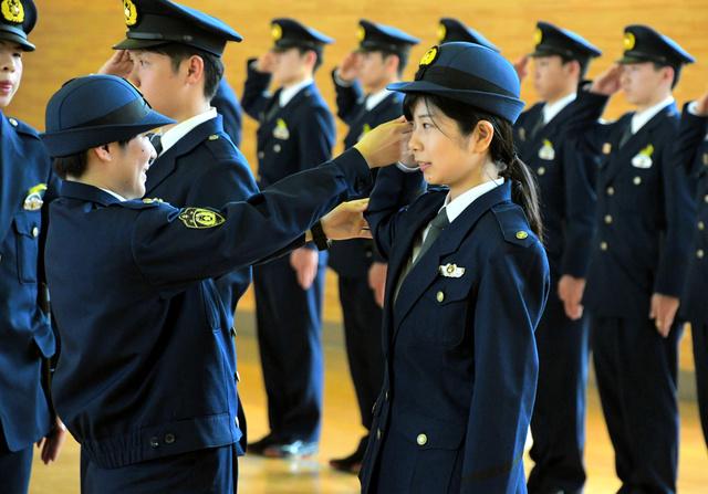 新人女性警察官の思い触れたい 新人女性記者、訓練体験:朝日新聞デジタル