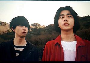 互いに思い合う高校生を演じた倉悠貴(右)と草川直弥