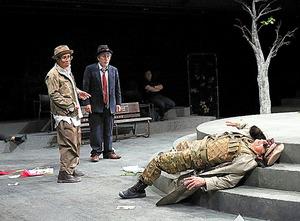 昭和・平成バージョンの(左から)小宮孝泰、大高洋夫、猪股俊明=宮川舞子氏撮影
