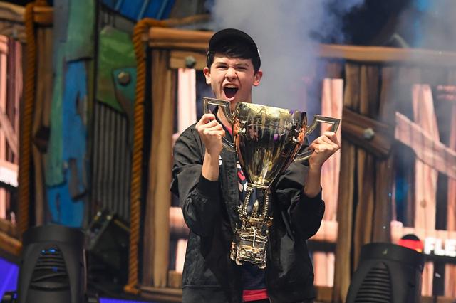 【朗報】eスポーツの最高峰「フォートナイト」の世界大会で16歳の少年が優勝して3.3億円ゲット