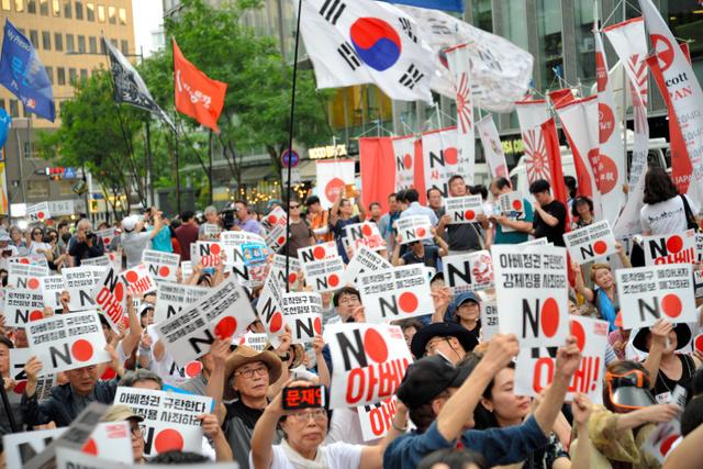 韓国のデモ激化、ドラえもん上映延期、日本人お断りの飲食店も…。
