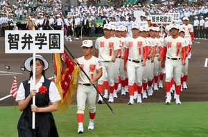 奈良)智弁学園、拍手のなか胸張り行進 甲子園開会式 - 高校野球:朝日 ...