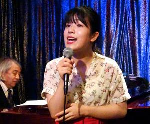 愛知)高校生シャンソン歌手、平...