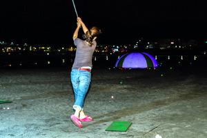 夜のゴルフ・アイスホッケー…暑い日は涼しいスポーツを
