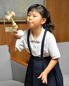 山口)「けん玉ゆいちゃん」全国大会へ 萩の小学4年生