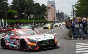 三重)レースカーなど63台が公道パレード 鈴鹿