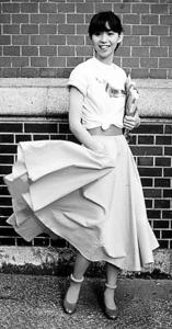 1979年、慶応大学三田キャンパスでアルバム「UNIVERSITY STREET」のジャケット撮影=竹内さん提供