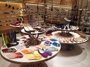 増税前の駆け込みを狙え 新宿伊勢丹が婦人靴売り場改装:朝日