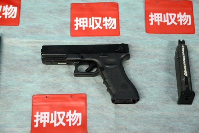 ハイビームしてもどかず、エアガン撃った」容疑者供述:朝日新聞