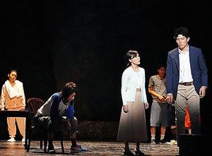藤原竜也(左から2番目)、鈴木亮平(右端)=田中亜紀氏撮影