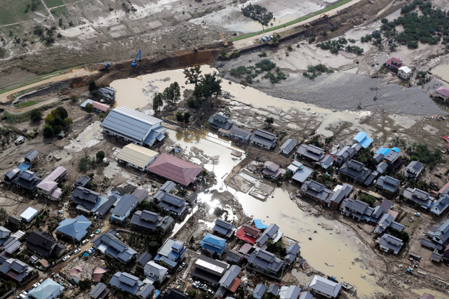 堤防決壊100カ所超 週末は悪天候...