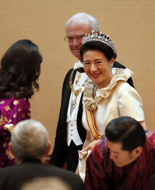 写真まとめ】「饗宴の儀」で輝く雅子さまのティアラ:朝日新聞