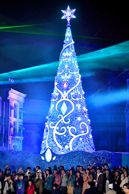 USJクリスマスツリー、今年もギネス 関ジャニがPR:朝日