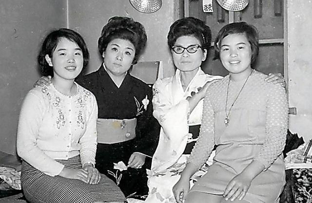 姉とコンビ、17歳でどん底見た上沼恵美子「全員敵や」:朝日新聞デジタル