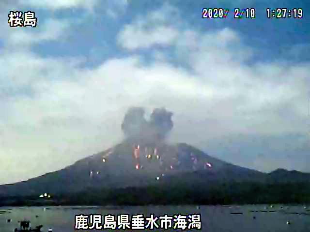 鹿児島)桜島の噴石が3合目まで飛散 4年ぶり:朝日新聞デジタル
