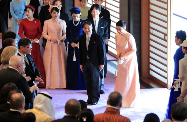 即位後初の誕生日、皇居で祝賀行事 天皇陛下が60歳に:朝日新聞デジタル