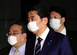首相 小さい 安倍 マスク