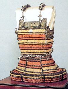 楠木正成が着用したと伝えられる段威腹巻=湊川神社提供