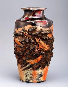 「高浮彫雲龍花瓶」=田邊哲人コレクション