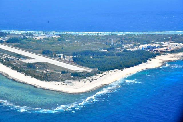 河野防衛相、日本最東端の南鳥島視察 隊員を激励:朝日新聞デジタル