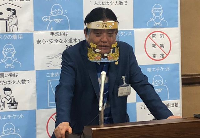 河村市長、見えてる?名古屋愛あふれるフェースシールド:朝日新聞デジタル